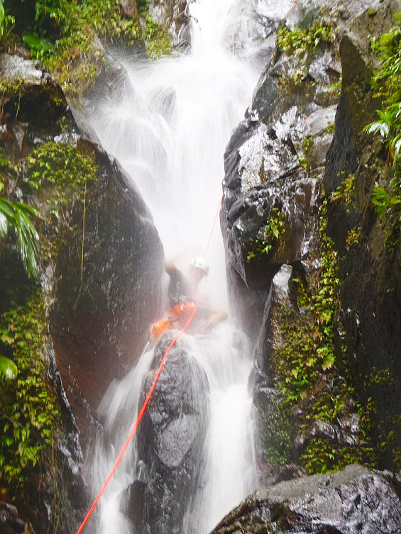 olivier-dans-cascade-canyon-guadeloupe